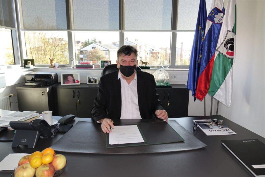 podpis-pogodbe-za-obnovo-notranjosti-kulturnega-doma-grosuplje