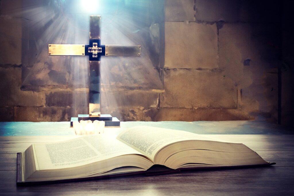 sveto-pismo-kot-duhovni,-eticni-in-pravni-kodeks