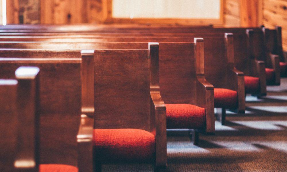 kaj-novi-vladni-odlok-prinasa-verskim-skupnostim?