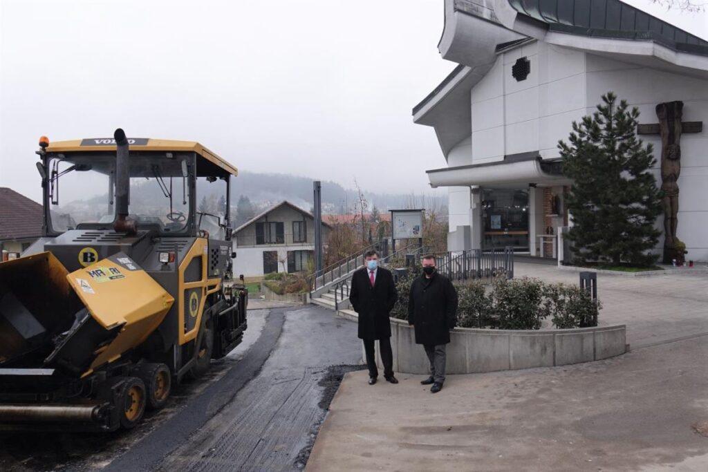 preplastitev-hribske-poti-pred-cerkvijo-sv.-mihaela-v-grosupljem