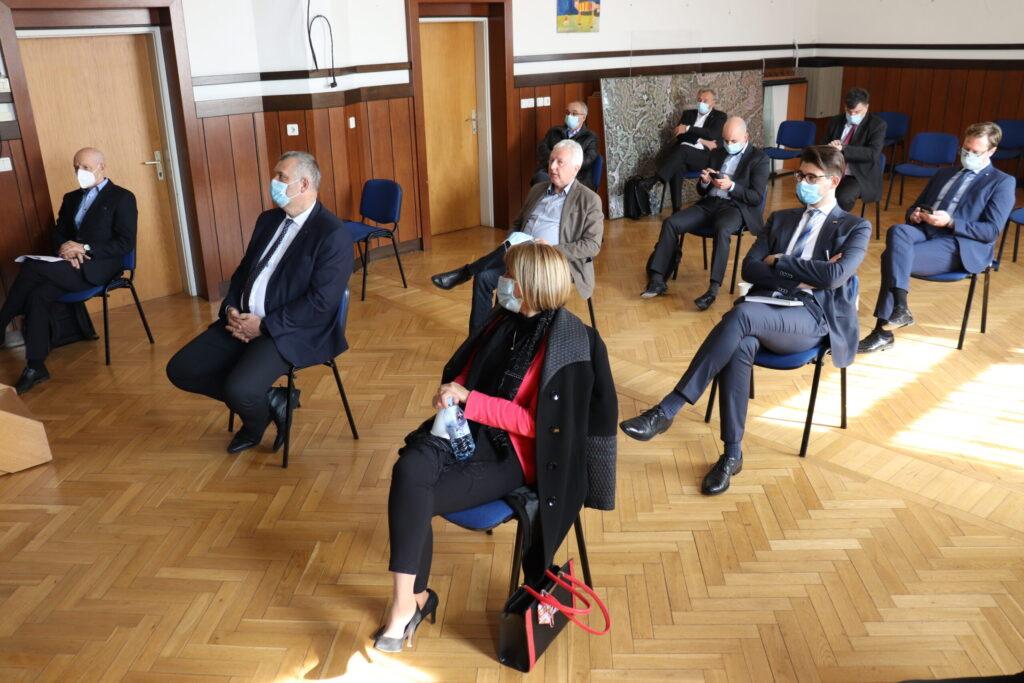 sestanek-zupanov-3a-razvojne-osi,-drzavnih-poslancev-in-drzavnih-svetnikov